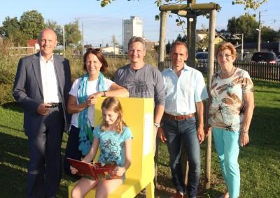 Absdorf ist wieder um eine Attraktivität reicher: Offene Büchersessel